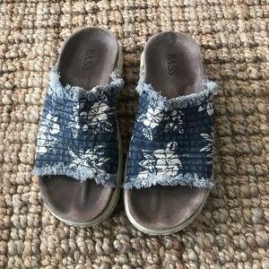 9 - Bass - Island Print Sandals